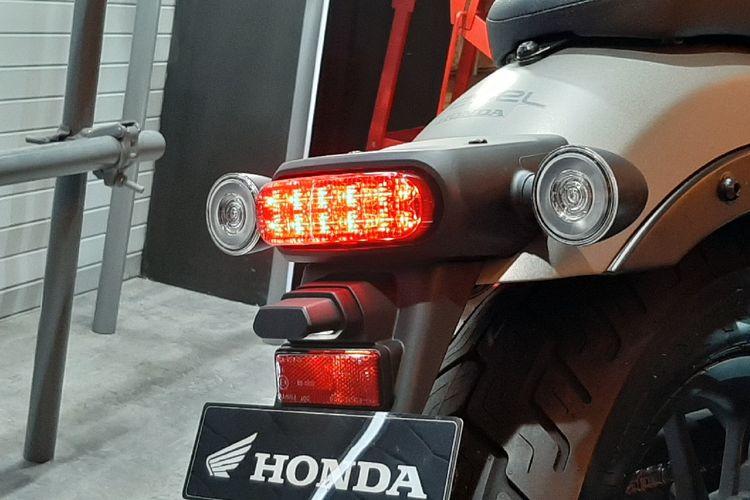 Honda CMX500 Rebel terbaru resmi meluncur.