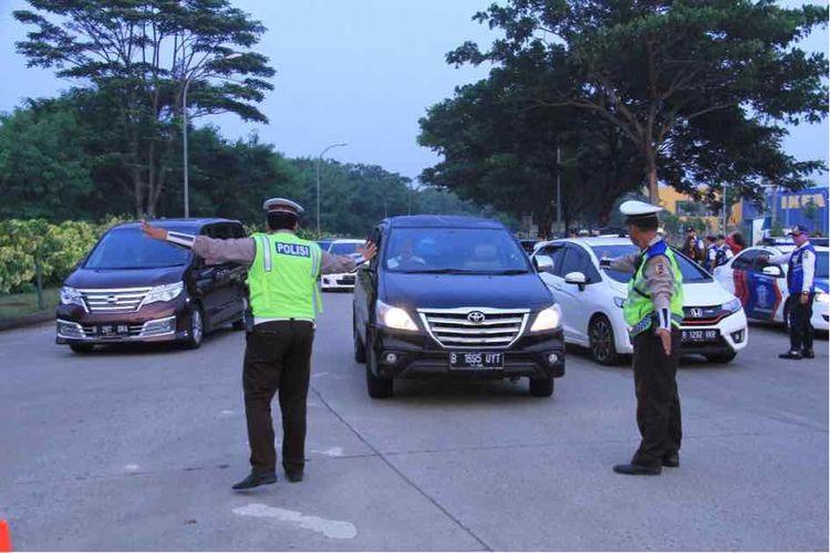 (david) Uji coba sistem ganjil genap di Tol Tangerang-Jakarta mulai digelar Senin (16/4/2018).