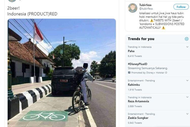 Tangkapan layar dari Twitter terkait adanya mobil dinas yang berada di jalur sepeda.