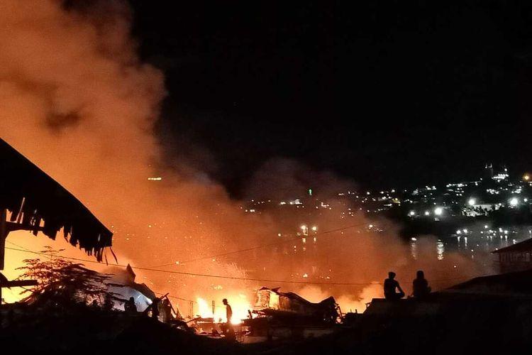 Kebakaran yang terjadi di Kampung Tengah Dok IX, Distrik Jayapura Utara, Kota Jayapura, Papua, Senin (19/10/2020)