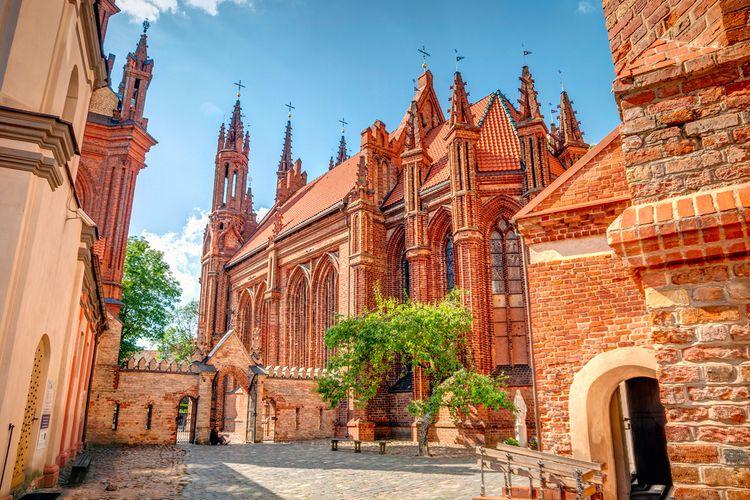 Gereja St. Anne di Vilnius old town, Lithuania.