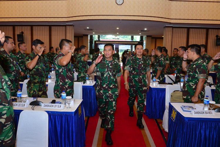 Kepala Staf Angkatan Udara (Ksau) Marsekal TNI Yuyu Sutisna memimpin Rapat Pimpinan (Rapim) TNI AU Tahun 2020 yang berlangsung di gedung Puri Ardhya Halim Perdanakusuma, Jakarta, Kamis (30/1/2020).