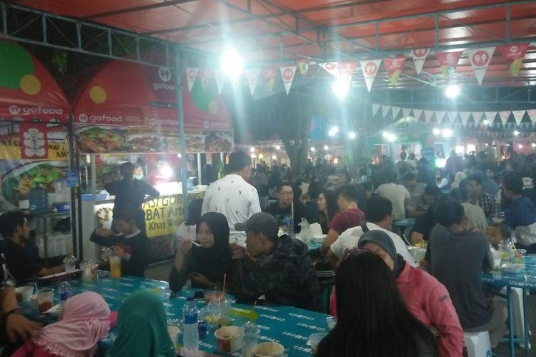 Foto 1- Suasana pengunjung Festival Kuliner Pedas di area parkir bekas Sriratu Jalan Pemuda Semarang, Jumat (29/11/2019)