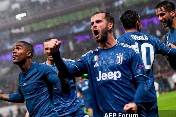 Para pemain Juventus merayakan kemenangan 2-1 atas Lokomotiv Moscow pada matchday 4 Liga Champions yang digelar di Moscow, Rusia, 7 November 2019.