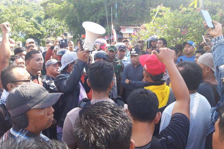 Wali Kota Jayapura saat menemui masyarakat, Jumat (30/8/2019)