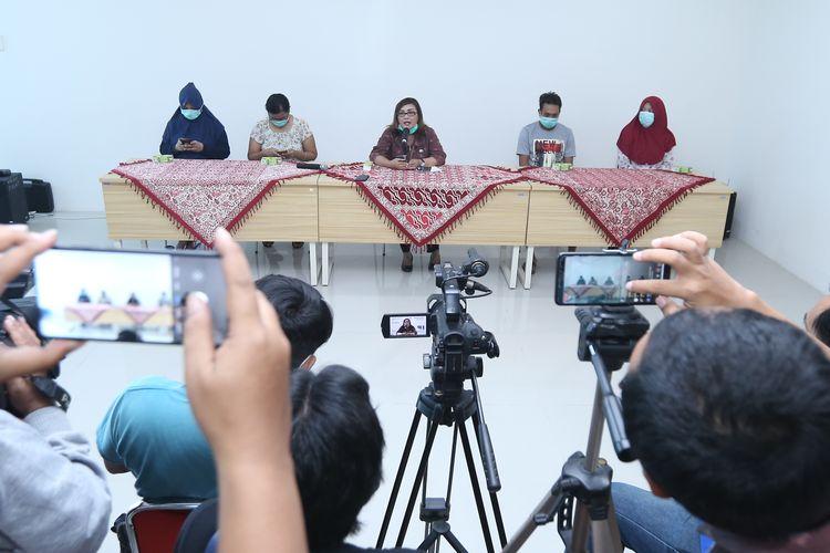 Press Conference kesembuhan empat orang pasien positif Covid-19 di Rumah Sakit Wongsonegoro (RSWN), Selasa (31/3/2020).