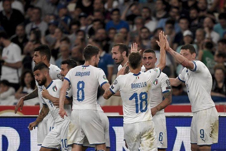 Nicolo Barella (18) merayakan gol bersama rekan-rekannya pada pertandingan Yunani vs Italia dalam lanjutan babak kualifikasi Euro 2020, 8 Juni 2019.