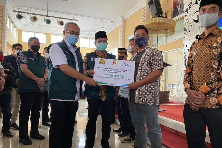 Penyerahan program Bantuan Stimulan Perumahan Swadaya (BSPS) di Kabupaten Bandung, Provinsi Jawa Barat.