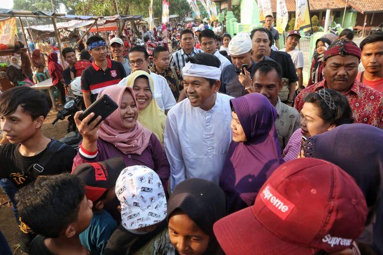 Ketua TKD Jawa Barat Dedi Mulyadi di tengah acara khitanan massal merayakan pertemuan Jokowi-Prabowo, Sabtu (13/7/2019).