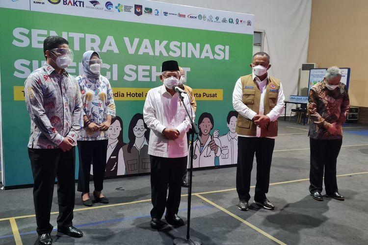 Wakil Presiden Ma'ruf Amin saat meninjau pelaksanaan vaksinasi Covid-19 di Sentra Vaksinasi Sinergi Sehat yang diadakan Ikatan Alumni Universitas Indonesia (ILUNI UI), Selasa (14/9/2021).