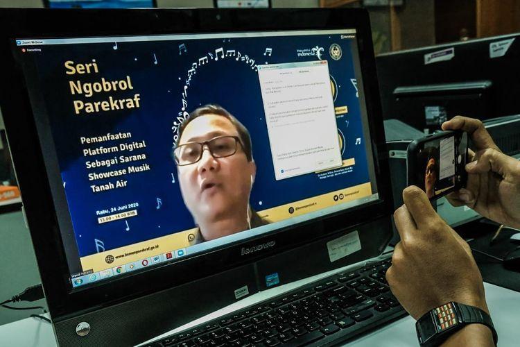 Praktisi musik tanah air Wendi Putranto dalam acara Webinar Pemanfaatan Platform Digital Sebagai Sarana Showcase Musik Tanah Air, Rabu (24/6/2020).