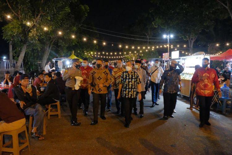 Pengecekan protokol kesehatan dilakukan Gubernur Riau Syamsuar bersama Kapolda Riau Irjen Pol Agung Setya Imam Effendi, Danrem 031/Wira Bima Brigjen TNI Muhammad Syech Ismed dan lainnya, Selasa (20/4/2021) malam.