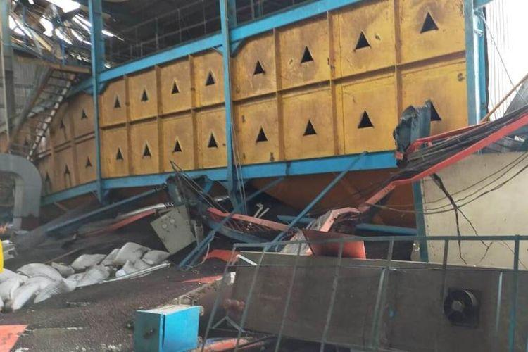 Sebuah bangunan pabrik kelapa sawit milik PT Nusa Ina di Desa Kobi, Kecamatan Seram Utara, Kabupaten Maluku Tengah rusak akibat gempa berkekuatan 5,6 magnitudo yang mengguncang wilayah tersebut, Sabtu (8/2/2020)