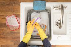 4 Cara Bersihkan Wadah Plastik yang Berminyak