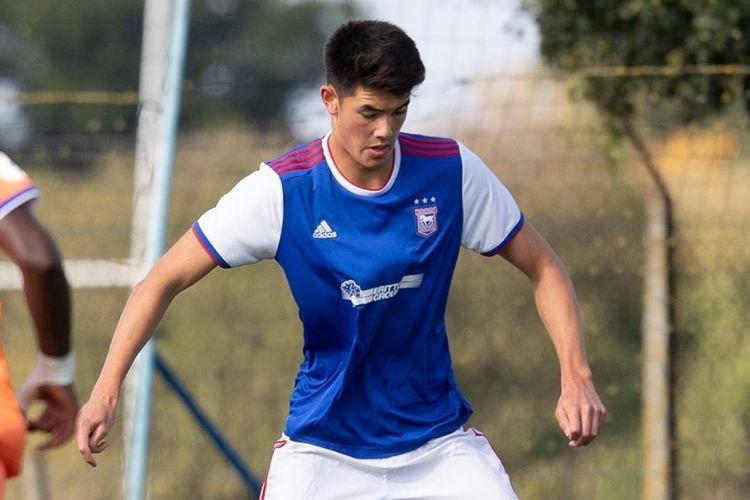 Elkan Baggott saat tampil membela Ipswich Town U-18.