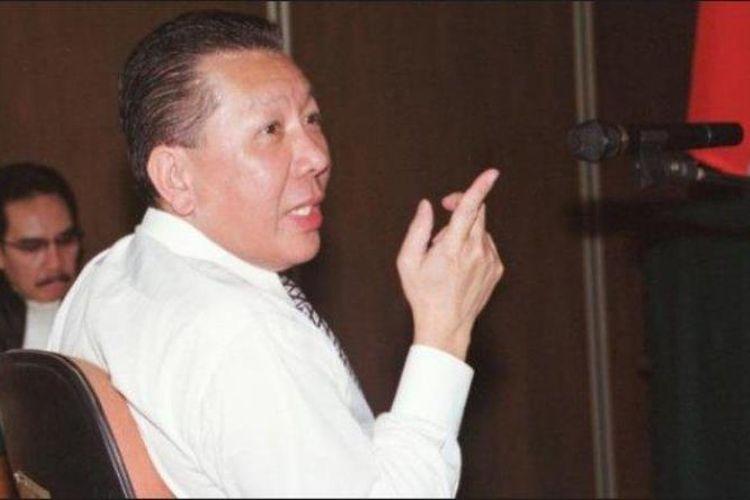 Terdakwa dalam kasus cessie Bank Bali, Djoko S Tjandra, saat tuntutan pidana dibacakan jaksa penuntut umum Antazari Ashar di Pengadilan Negeri Jakarta Selatan pada 31 Juli 2008.
