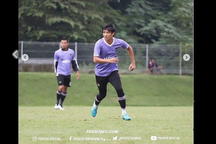 Penyerang Persita Tangerang, Chandra Waskito saat menjalani laga ujicoba pertama dalam program Training Camp untuk mempererat chemistry antar pemain (8/2/2020).