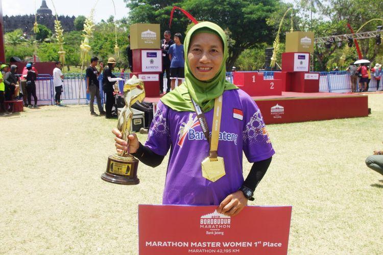Peraih podium utama Borobudur Marathon 2019 kategori Master, Siti Muawanah.