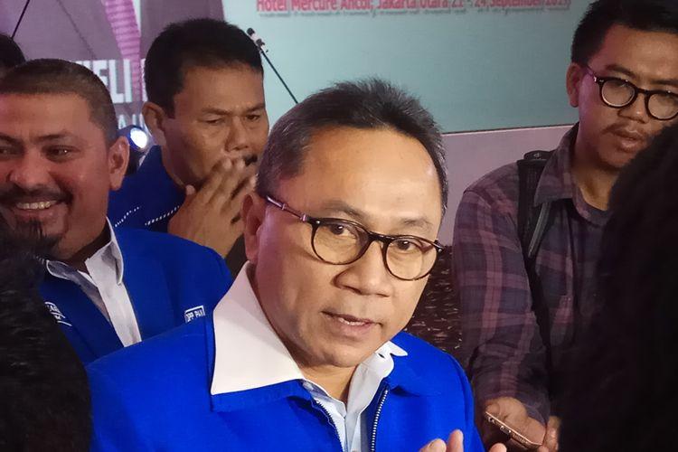 Ketua Umum DPP Partai Amanat Nasional (PAN) Zulkifli Hasan mengajak kadernya untuk maju paling depan menjahit Merah Putih yang saat ini dianggapnya telah terkoyak-koyak. Hal itu Zulkifli ungkapkan dalam acara Temu Legislatif PAN Tingkat Nasional di hotel Mercure Ancol, Jakarta, Kamis (21/9/2017)