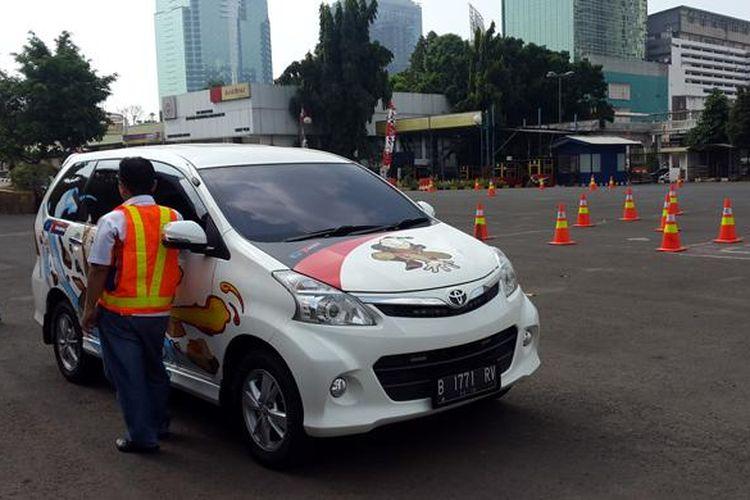 Materi praktek safety driving diberikan oleh The Real Driving Center (RDC).