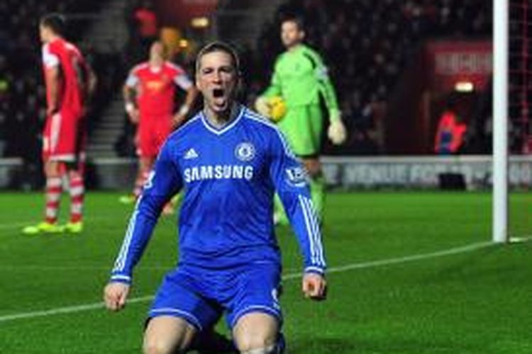 Penyerang Chelsea, Fernando Torres, merayakan gol ke gawang Southampton, dalam laga Premier League, di Stadion Saint Mary, Rabu (1/1/2013).