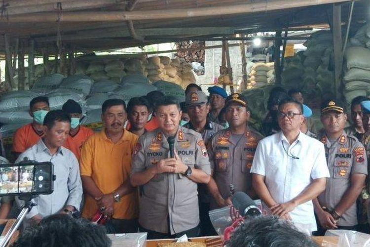 Kapolda Jawa Tengah, Irjen Pol Rycko Amelza Dahniel, saat konferensi pers di Pracimantoro, Wonogiri, Kamis (27/2/2020).