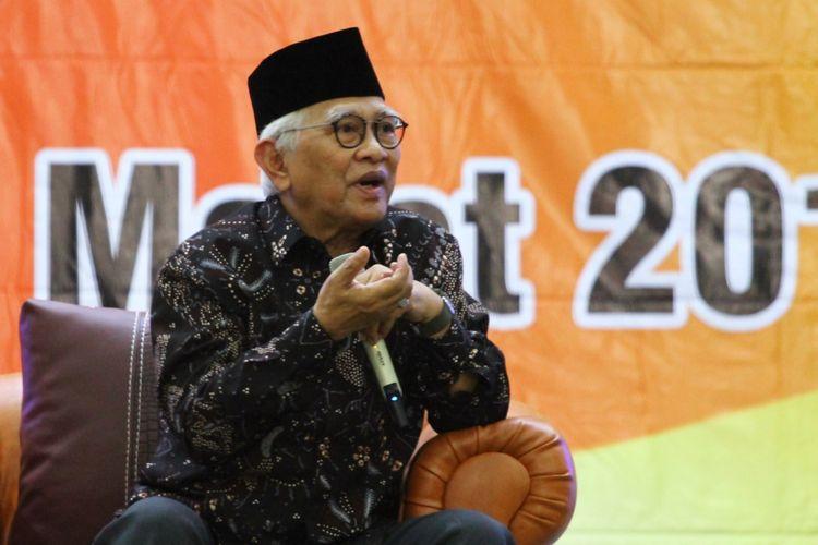 Budayawan yang juga tokoh Nahdlatul Ulama (NU) KH Mustofa Bisri atau Gus Mus dalam Dialog Kebangsaan Merajut Kebersamaan dalam Kebhinekaan di Universitas Kanjuruhan Malang (Unikama) Selasa (13/3/2018).