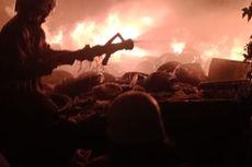Tumpukan Ban Bekas di Kampung Boncos Terbakar, Api Merambat ke Rumah Warga