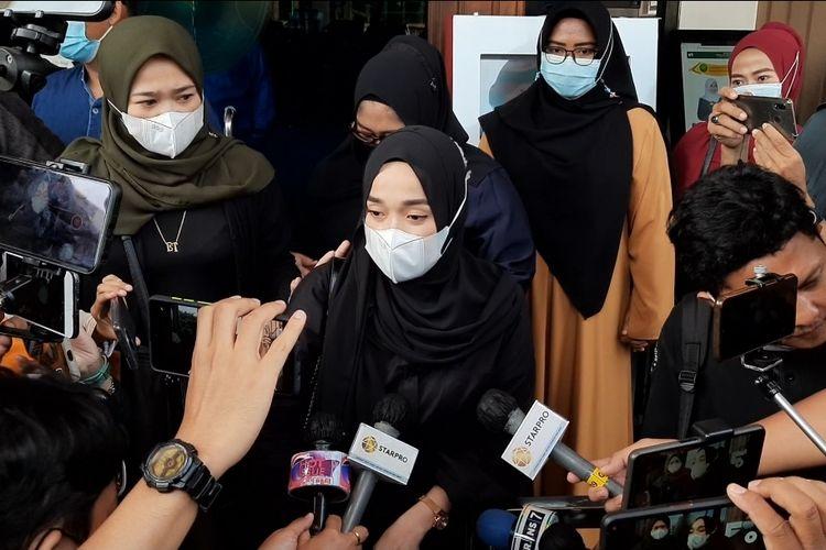 Ririe Fairuz, istri Ayus Sabyan, menghadiri sidang perceraian dengan agenda mediasi di PA Jakarta Utara, Rabu (3/3/2021).