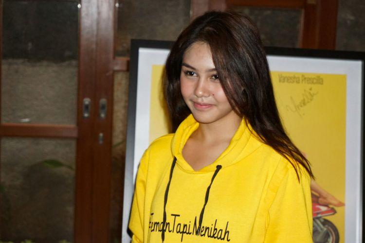 Artis peran Vanesha Priscilla saat diabadikan dalam jumpa pers film Teman Tapi Menikah di kawasan Duren Tiga, Jakarta Selatan, Selasa (6/3/2018).