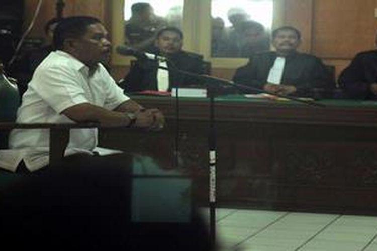 Wali Kota Medan Rahudman Harahap mengikuti sidang sebagai terdakwa di Pengadilan Tindak Pidana Korupsi pada Pengadilan Negeri Medan, Jumat (3/5/2013). Rahudman didakwa mengkorupsi dana Tunjangan Penghasilan Aparatur Desa Rp 1,5 miliar tahun 2004-2005 di Kabupaten Tapanuli Selatan saat dia menjabat sebagai Sekretaris Daerah.