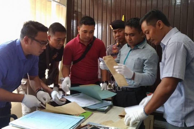 Mataram, Kompas.Com Penggeledahan di Kantor Kanwil Kemenag Lombok Barat, paska OTT atas staf Kemenag Lombok Barat