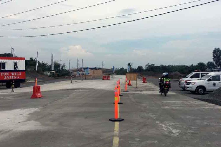 Kondisi pintu keluar Gandulan di Jalan Tol Brebes (Kaligangsa) - Gringsing (Batang), Jumat (23/6/2017).