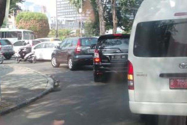 Pelaksana Tugas (Plt) Gubernur DKI Jakarta Basuki Tjahaja Purnama menggunakan mobil rental Kijang Innova yang dulu digunakan Joko Widodo untuk blusukan.