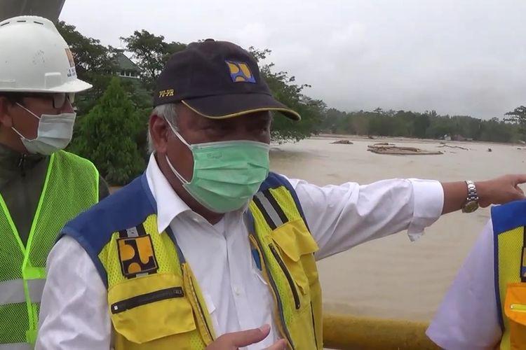 Menteri PURP tengah meninjau sungai Masamba, Kabupaten Luwu Utara, Sulawesi Selatan. Kamis, (16/7/2020).