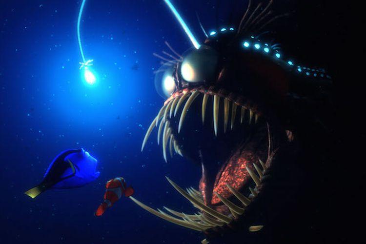 Sebuah ikan black seadevil pada film Finding Nemo merupakan salah satu ikan yang ada di dunia nyata yang dapat menghasilkan cahaya.