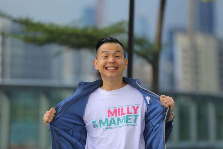 Ernest Prakasa berpose di sela-sela media visit promo film Milly dan Mamet, di Menara Kompas, Palmerah, Jakarta, Senin (17/12/2018). Ernest Prakasa menjadi sutradara dalam film drama komedi Milly dan Mamet ini.