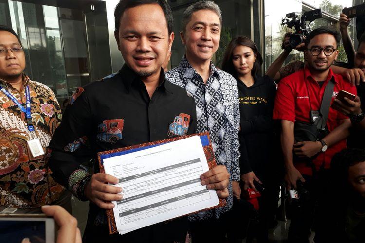 Bakal calon wali kota Bogor Bima Arya dan bakal calon wakilnya Dedie A Rachim, setelah selesai melakukan pengecekan LHKPN-nya di KPK, Kuningan, Jakarta, Jumat (19/1/2018).