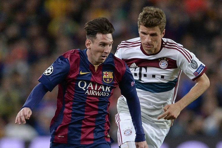Lionel Messi (kiri) dan Thomas Mueller (kanan) saat berduel pada Liga Champions, 6 Mei 2015.