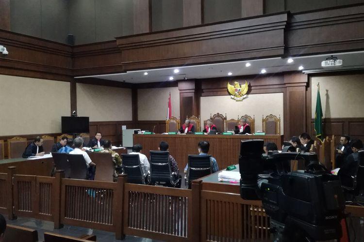 Sidang pemeriksaan saksi untuk Direktur Utama PT Fajar Mulia Transindo (FMT) Pieko Njotosetiadi, terdakwa kasus dugaan suap terkait kontrak jangka panjang atas pembelian gula kristal putih yang diproduksi petani gula dan PTPN seluruh Indonesia.