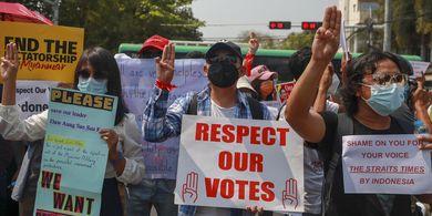 Makna Salam Tiga Jari pada Aksi Protes di Myanmar