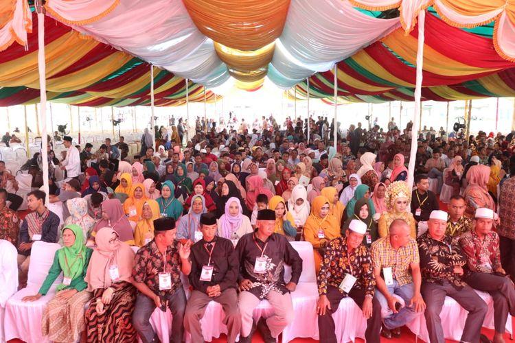 Masyarakat Bireun, Provinsi Aceh, mendapatkan sertipikat tanah gratis dari Presiden Jokowi, Sabtu (22/2/2020).