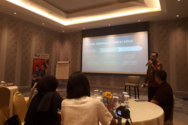 Founder and Managing Director Headhunter Indonesia, Haryo Utomo Suryosumarto saat memberikan pemaparan soal alasan banyaknya milenial cepat resign dari perusahaan di Hotel Sheraton, Surabaya, Jawa Timur, Kamis (2/5/2019).