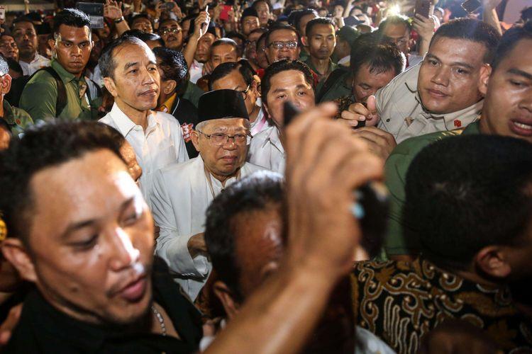 Pasangan capres-cawapres Jokowi-Maruf Amin menemui para relawan dan pendukung di Tugu Proklamasi, Menteng, Jakarta Pusat, Jumat (21/9/2018). Setelah dari Tugu Proklamasi, Jokowi-Maruf Amin akan langsung menuju Kantor KPU untuk mengambil nomor urut sebagai peserta Pemilu Presiden 2019.