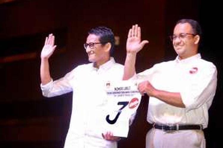 Pasangan calon gubernur-wakil gubernur DKI Jakarta, Anies Baswedan-Sandiaga Uno, di JIExpo Kemayoran, Jakarta, Selasa (25/10/2016).