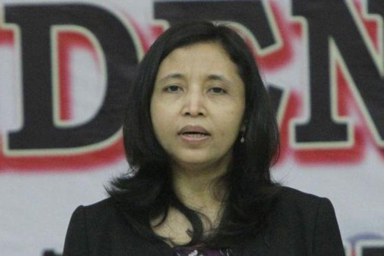 Anggota Komisi Pemilihan Umum (KPU) Ida Budhiarti saat Rapat Pleno Terbuka Rekapitulasi Daftar Pemilih Tetap (DPT) Pemilu Presiden Dan Wakil Presiden Tahun 2014, di Gedung KPU, Jakarta Pusat, Jumat (13/6/2014). Dalam rapat tersebut ditampilkan jumlah total DPT pilres seluruh Indonesia sebanyak 190.290.936.
