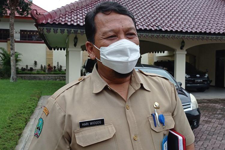 Kepala Dinas Kesehatan Magetan, Jawa Timur Hari Widodo meninggal dunia setelah dirawat beberapa hari di Rs dr Moewardi Solo. Dokter Hari Widodo sempat menjalani RSI Siti Aisyah Madiun yang kemudian dirujuk ke RS dr Moewardi Solo untuk menjalani perawatan setelah dinyatakan terpapar covid 19 pada Kamis (22/07).