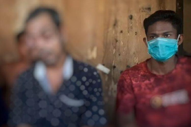 La Mauria (72) seorang petani asal Dusun Ulusadar, Desa Waesala, Kabupaten Seram Bagian Barat, Maluku hanya bisa pasrah dan berdoa agar pembengkakan mata yang membuatnya buta segera sembuh,