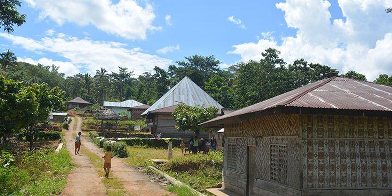 Perkampungan Tado, Desa Ranggu, Kecamatan Kuwus Barat, Flores Barat, NTT, Minggu, (31/3/2019). Ini destinasi wisata alternatif untuk menyaksikan proses produksi Gola rebok atau semut Kolang di luar kawasan Taman Nasional Komodo di Manggarai Barat.