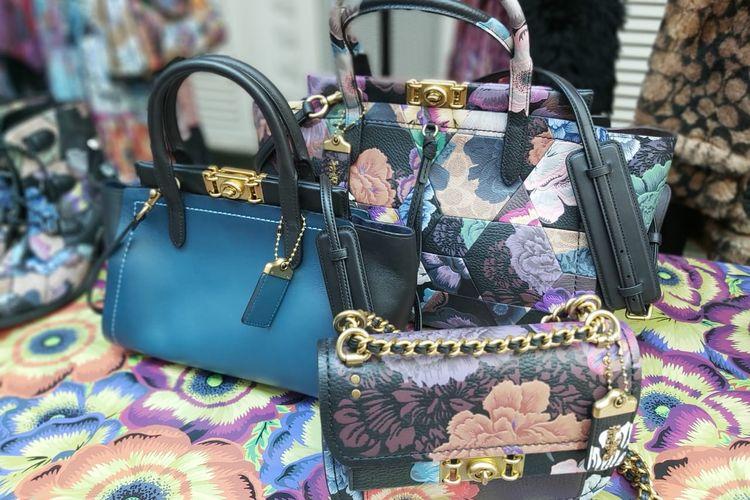 Koleksi tas Coach yang berkolaborasi dengan Kaffe Fassett.